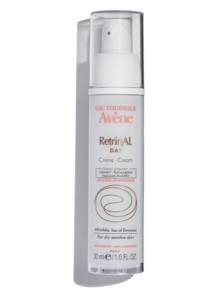 RetrinAL Day Cream conceals wrinkles and firms and plumps skin. With antioxidants and hyaluronic acid.